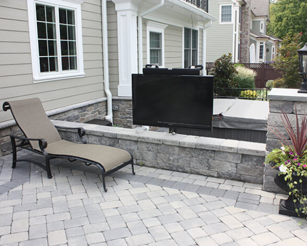 Outdoor TV and Hot Tub