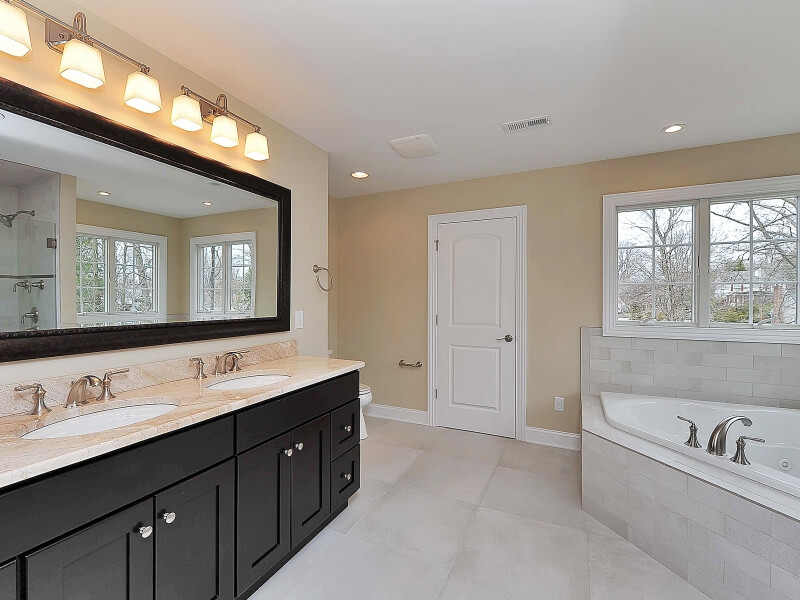 611 Norwood Master Bathroom