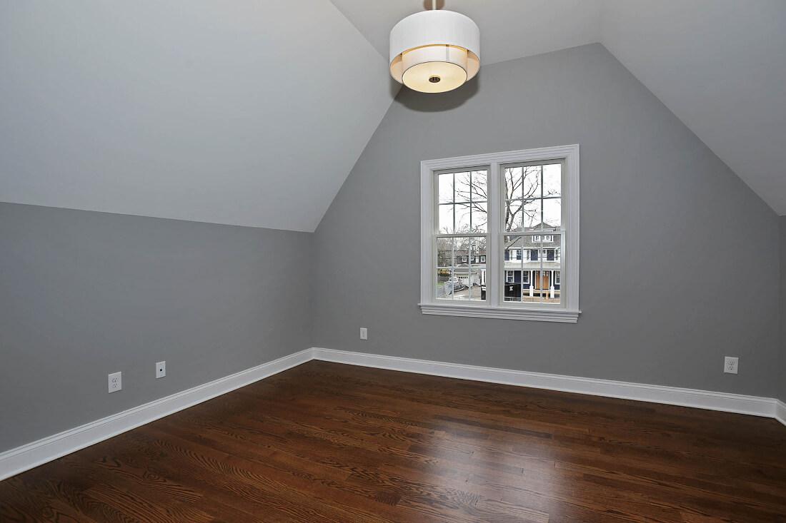 670 Master Sitting Room