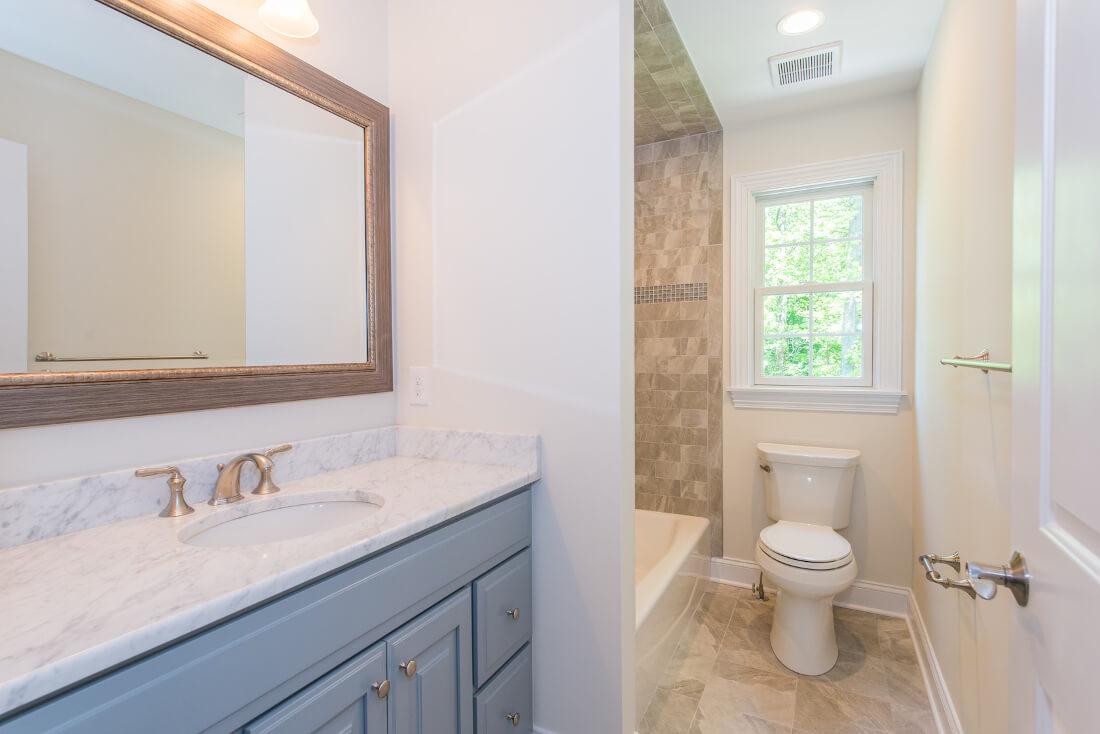 713 Ensuite Bathroom