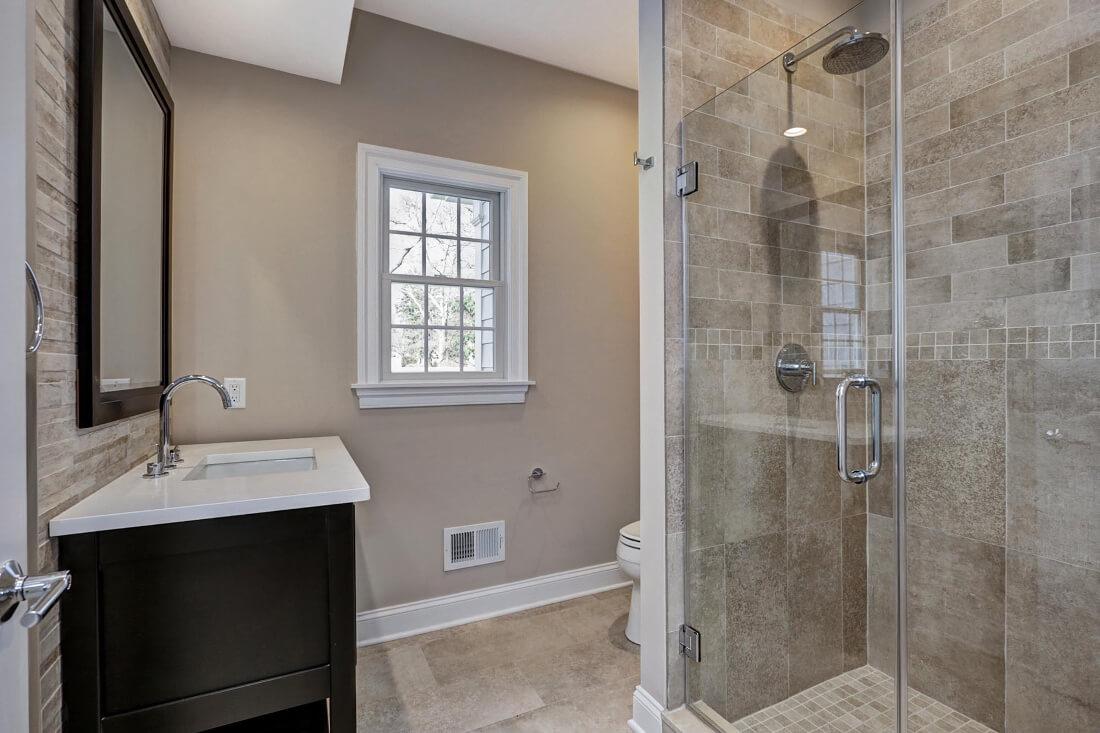 816 1st Floor Bathroom