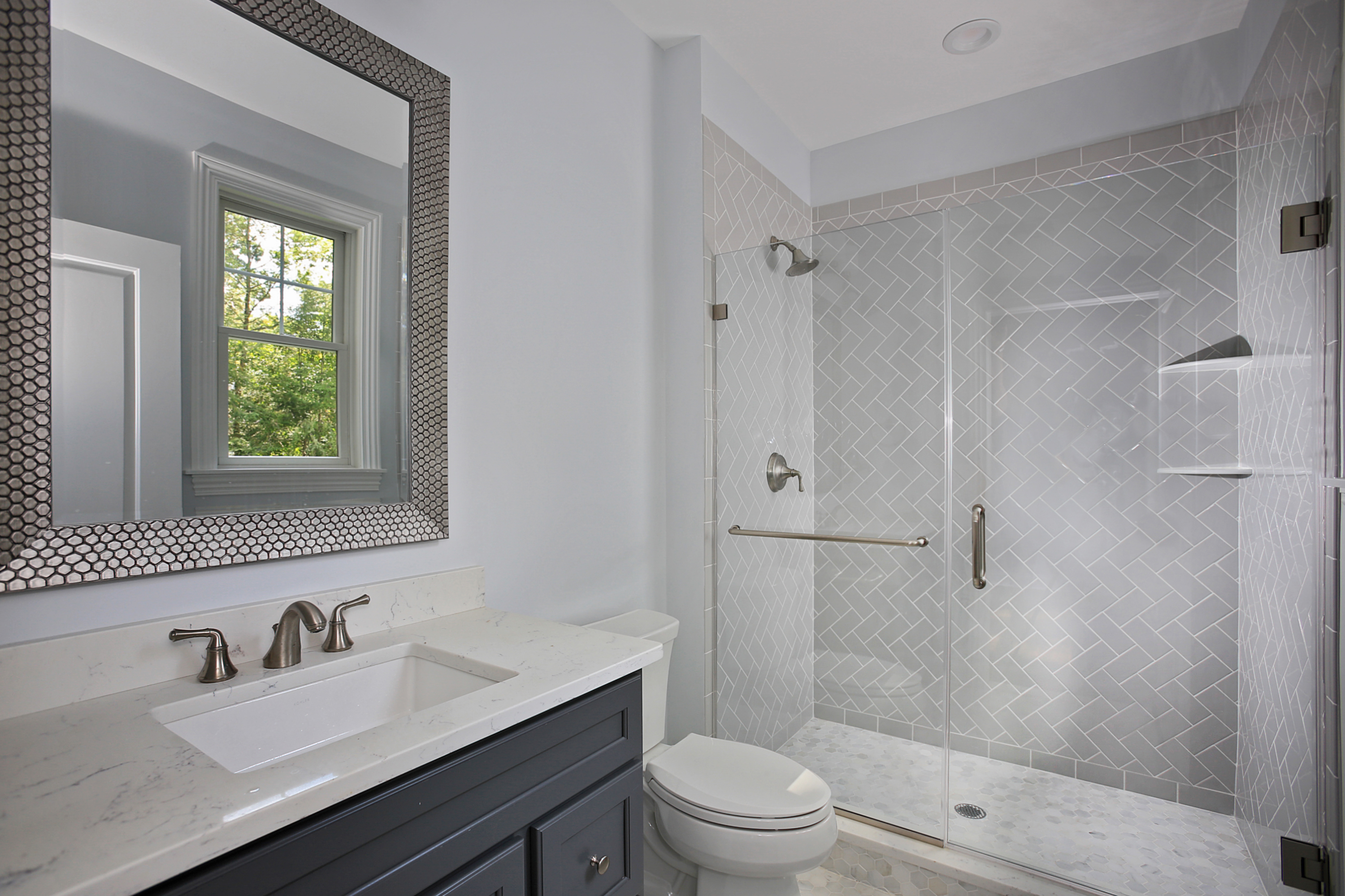 843 Nancy Way – 1st Floor Bedroom Bathroom