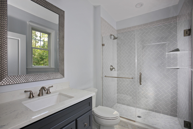 843 Nancy Way – 1st Floor Bedroom Bathroom