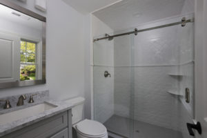 843 Nancy Way - Ensuite Bathroom