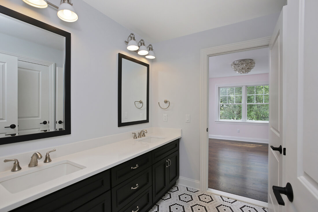 843 Nancy Way -J&J-Bathroom