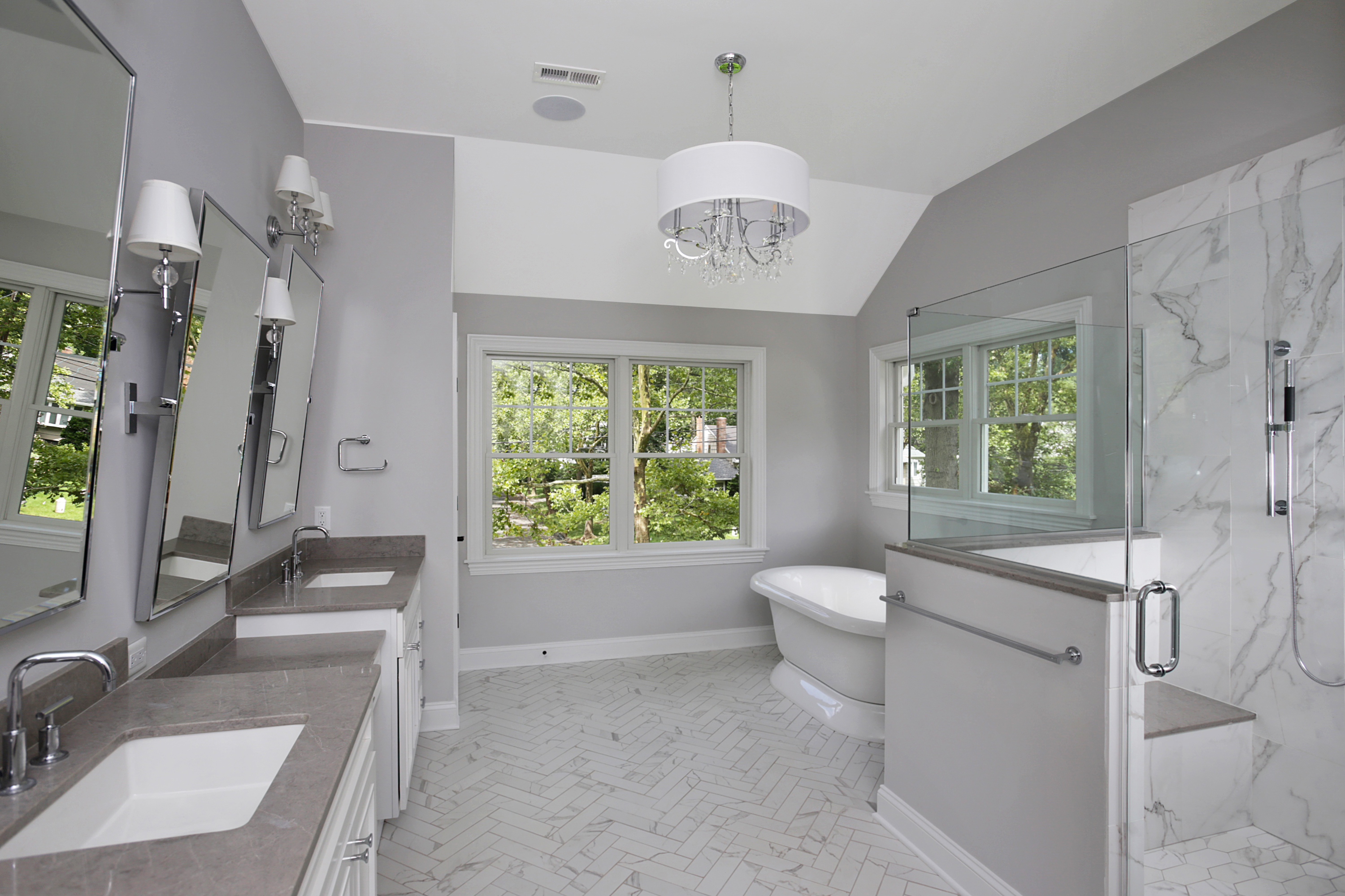 843 Nancy Way – Master Bathroom