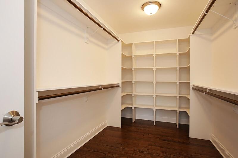 627 Leigh Master Closet