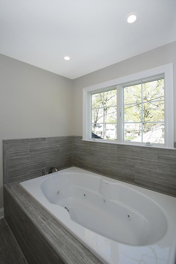 627 Leigh Master Bathroom II