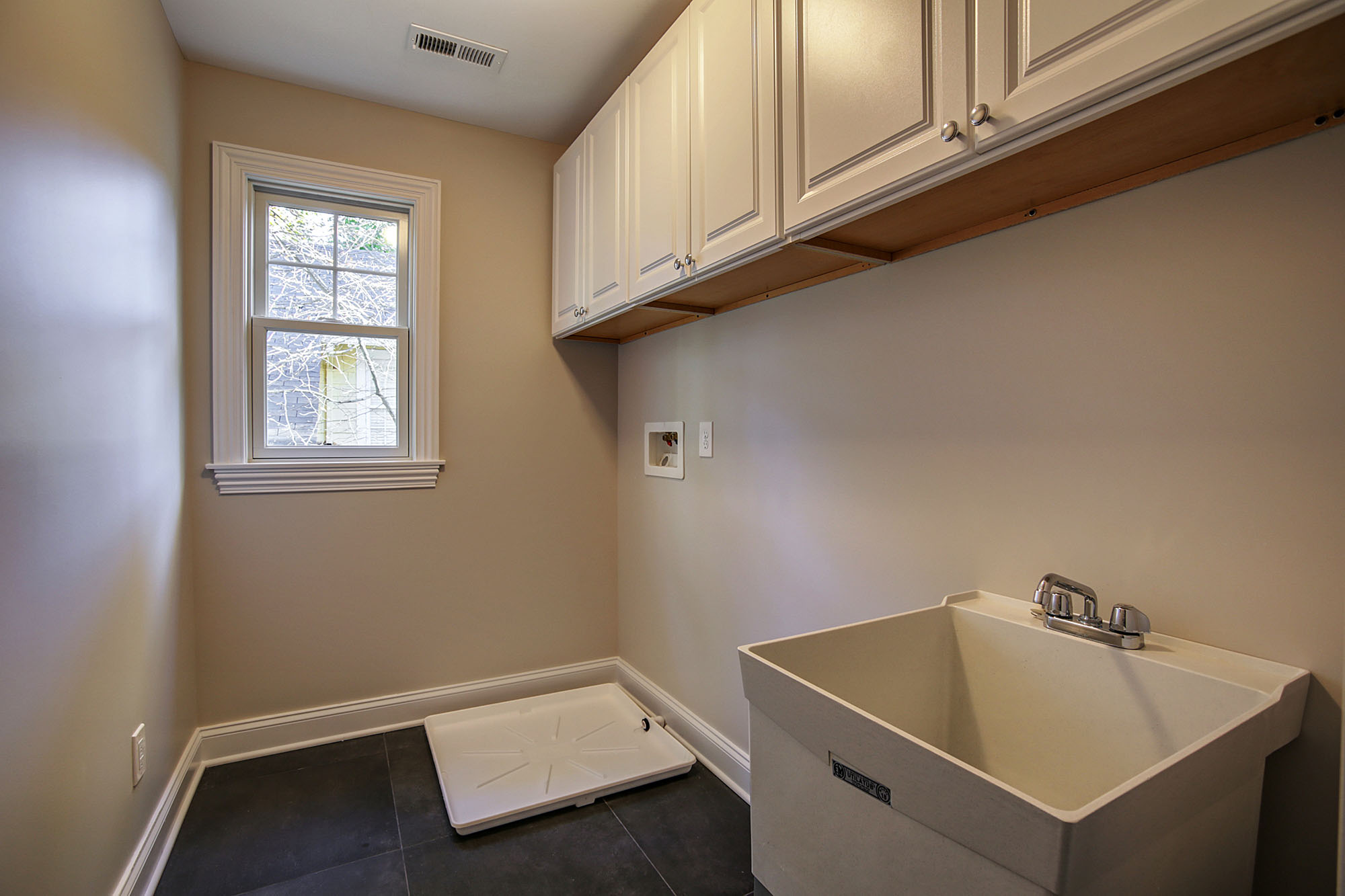 648 Maple Laundry Room