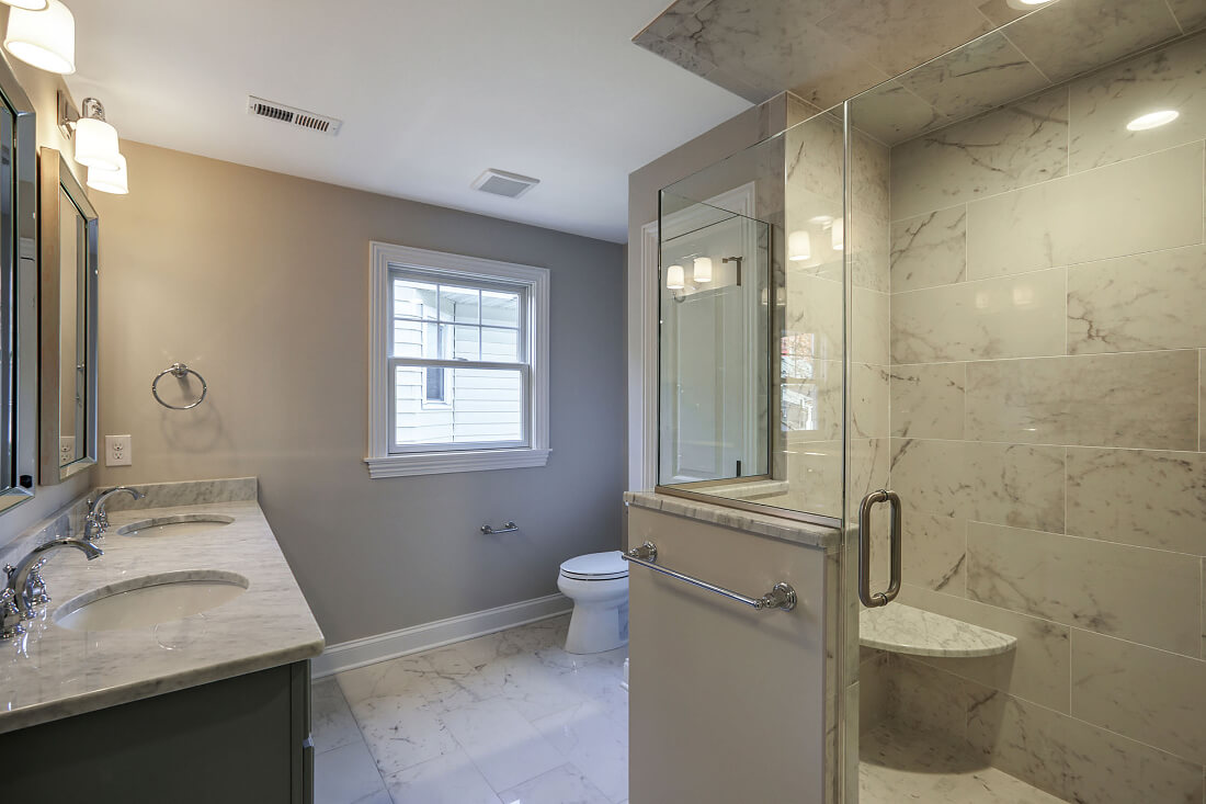 648 Maple Master Bathroom