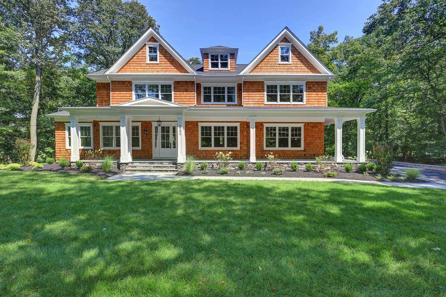 Contractors Who Build Houses: General Contractors vs Builders