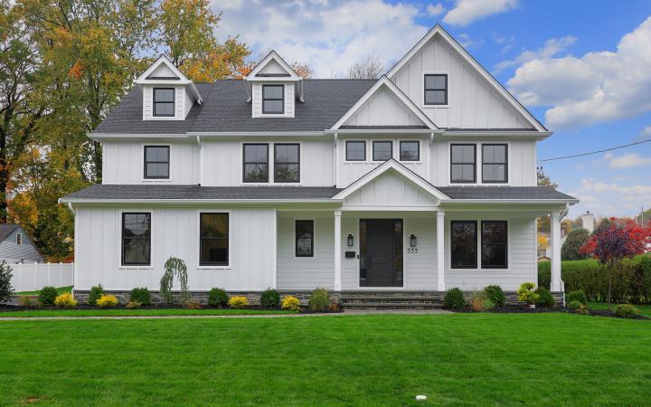 Build a Farmhouse-Style Custom Home