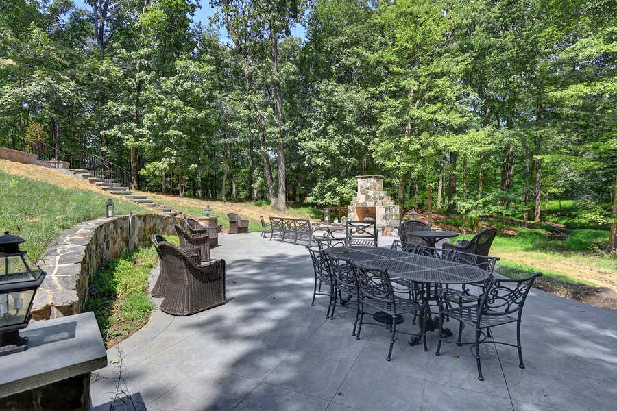 premier-custom-design-homes-outdoor-dining-area