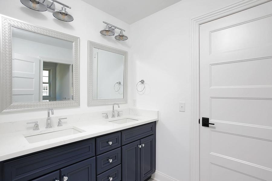 Jack-and-Jill-Bathroom-dual-sinks