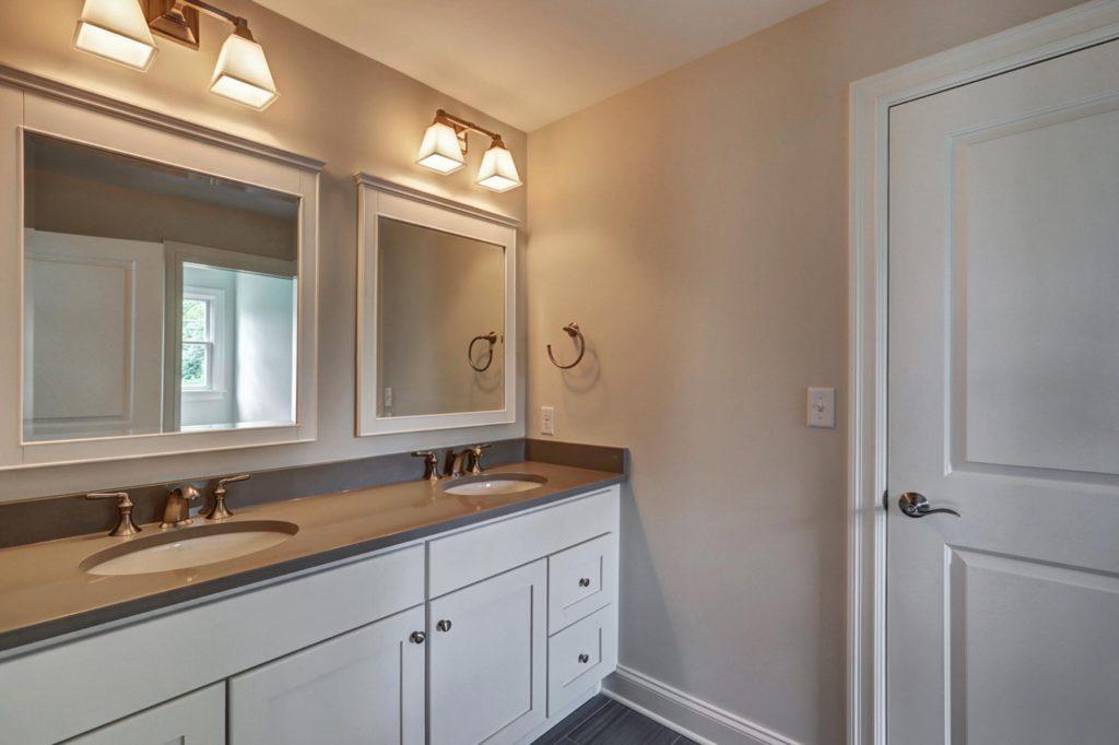 jack-and-jill-bathroom-design
